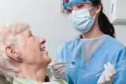 Зъболекарският съюз ще преговаря за безплатни протези на хората над 65 г.