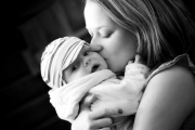 В Бургаската МБАЛ спасиха млада румънка и бебето й