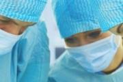 Немски и български хирург върнаха зрението на трима души при операции на живо