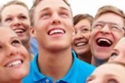 Смехът редуцира нивата на хормоните и стреса, понижава кръвното налягане