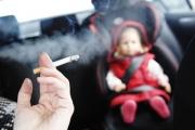 Англия забранява пушенето в кола с деца