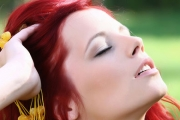 Преди да боядисате косата в червено...