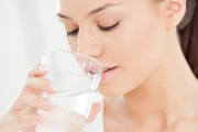 За красиви устни пийте вода